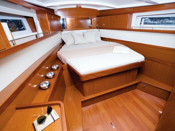 Beneteau Oceanis 45 bedroom