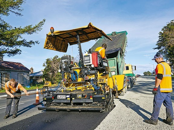 With an expandable screed, a wide range of jobs are possible with the Cat AP300, from a footpath to a 3m-wide run along a road.