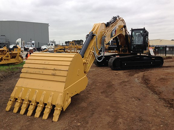 The Cat 336E Hybrid excavator looks the same as the 'regular' 336E from the outside.