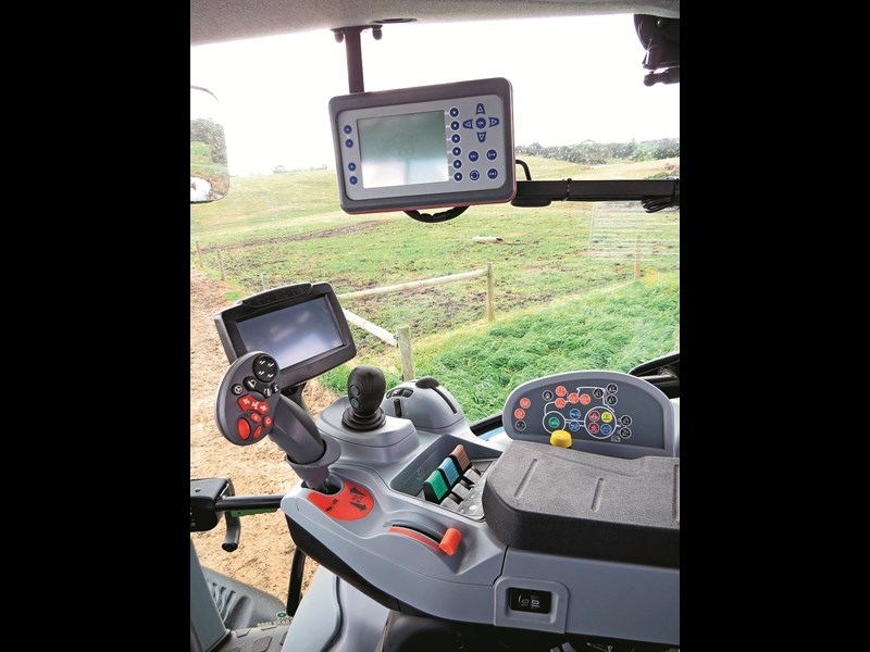 New Holland T6 160 Auto Command controls