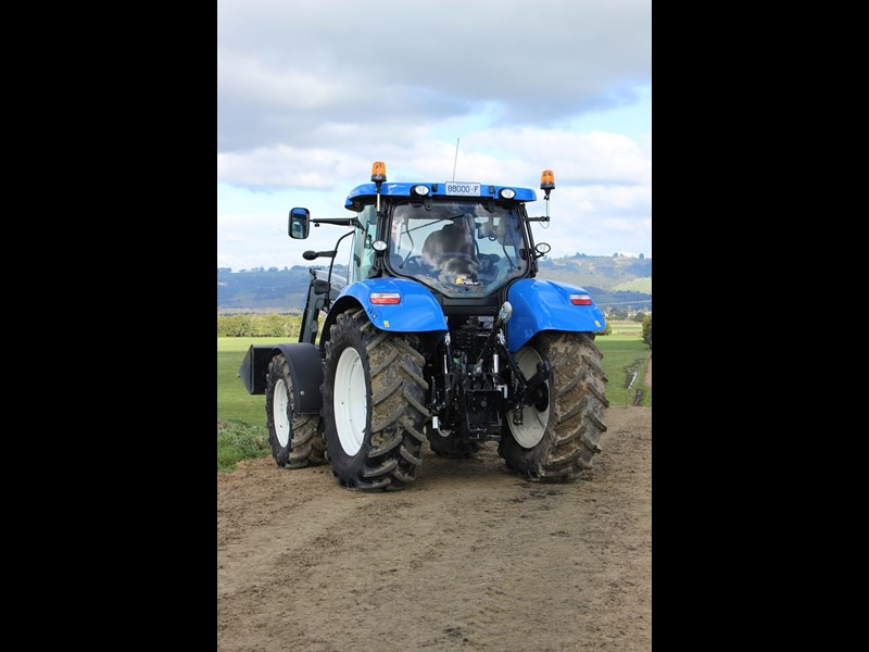 New Holland T6 160 Auto Command rear