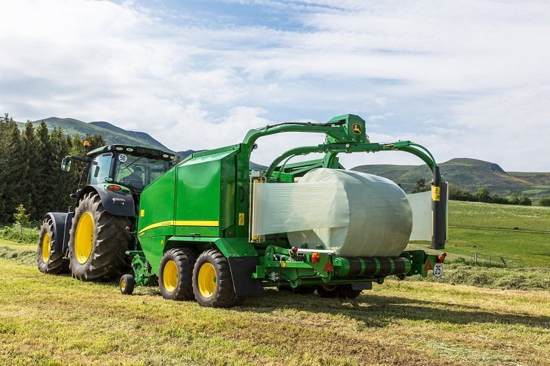 New John Deere C440R wrapping baler