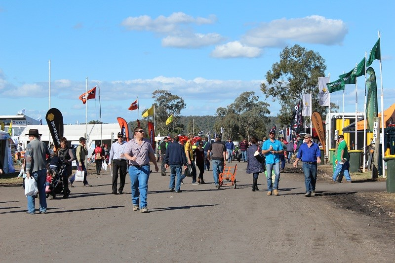 AgQuip crowd2