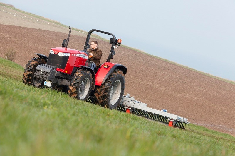 Massey Ferguson global series MF4709