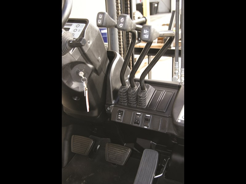 TCM forklifts F1 series controls