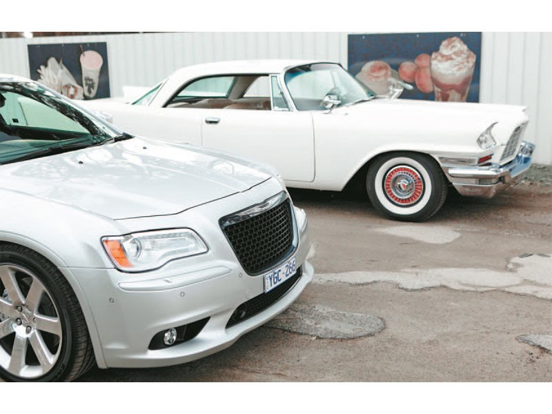 Chrysler 300D vs 300 SRT8