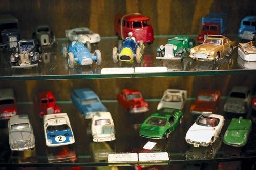 Model Cars of the World