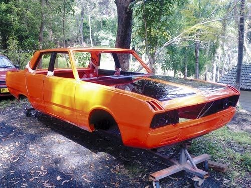 Valiant VG Pacer resto: Hemi Orange paint