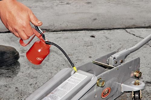 Lubricating a hydraulic trolley jack