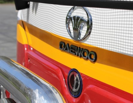 front grille on Daewoo BH117L4 Tour Bus