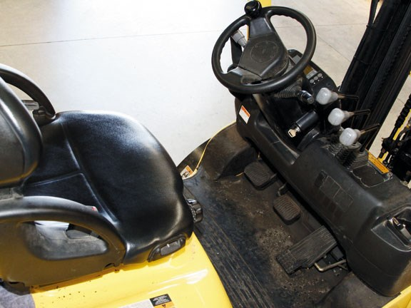 Hyster-Forklift-controls--1.jpg