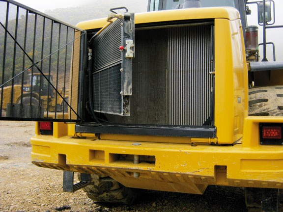 Caterpillar 966H swing-out-coolers-aid-clean.jpg
