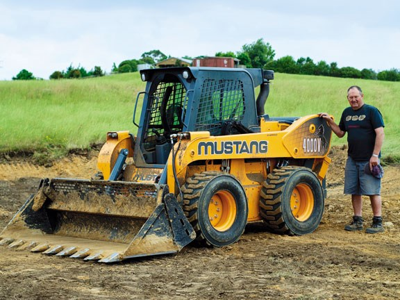 Mustang 4000V The Beast skid steer loader
