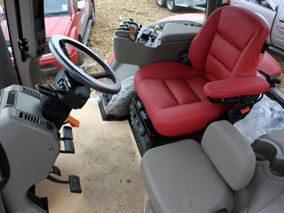 Case-IH-Magnum-245,-Luxury-.jpg