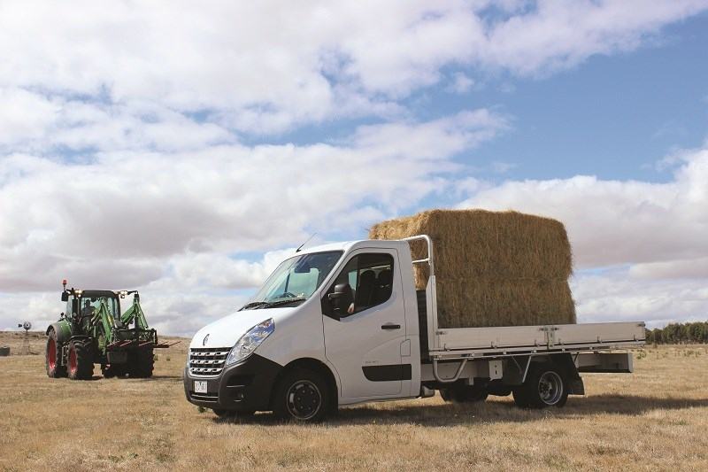 6011 Renault Master single cab chassis hay bales