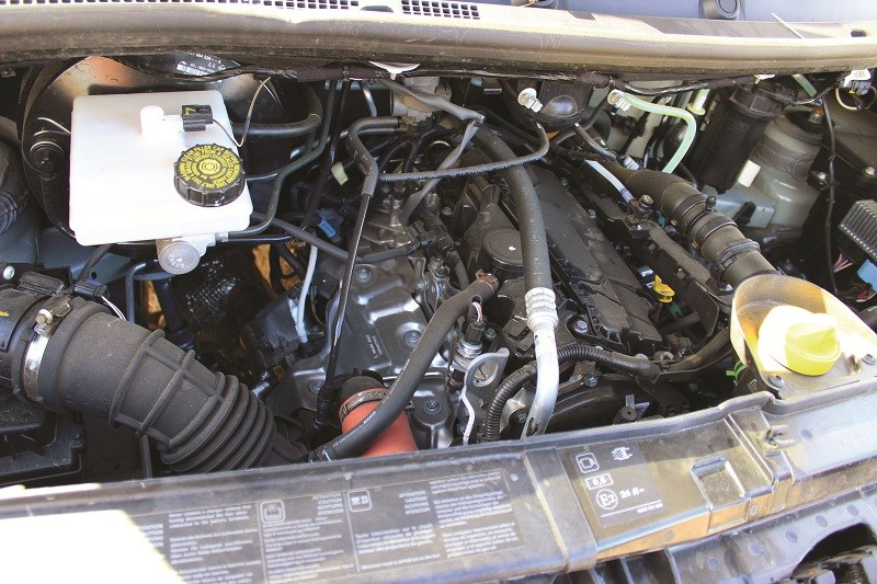 6278 Renault Master single cab chassis engine