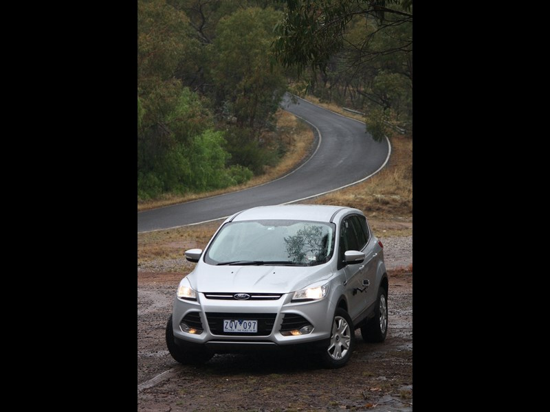 9 Ford Kuga Ambiente 2