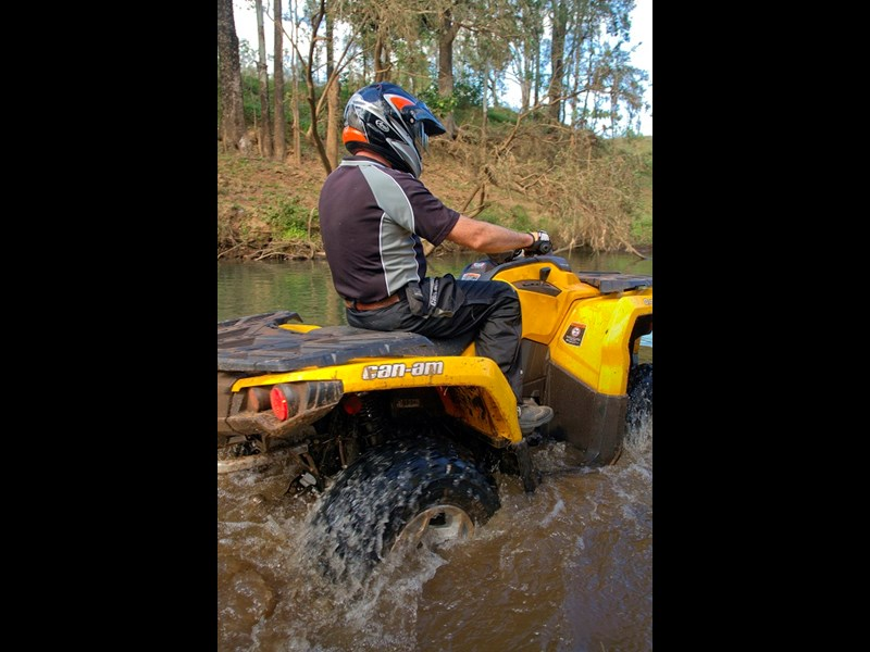 Can Am Outlander 500 DPS creek crossing