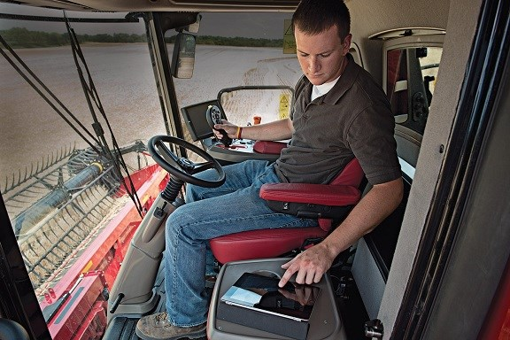 CASE IH 9230 combine harvester interior
