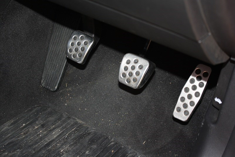 Holden Commodore SVF V6 pedals
