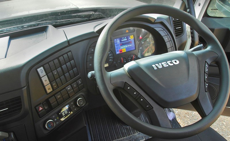IVECO Powerstar 6400 dashboard