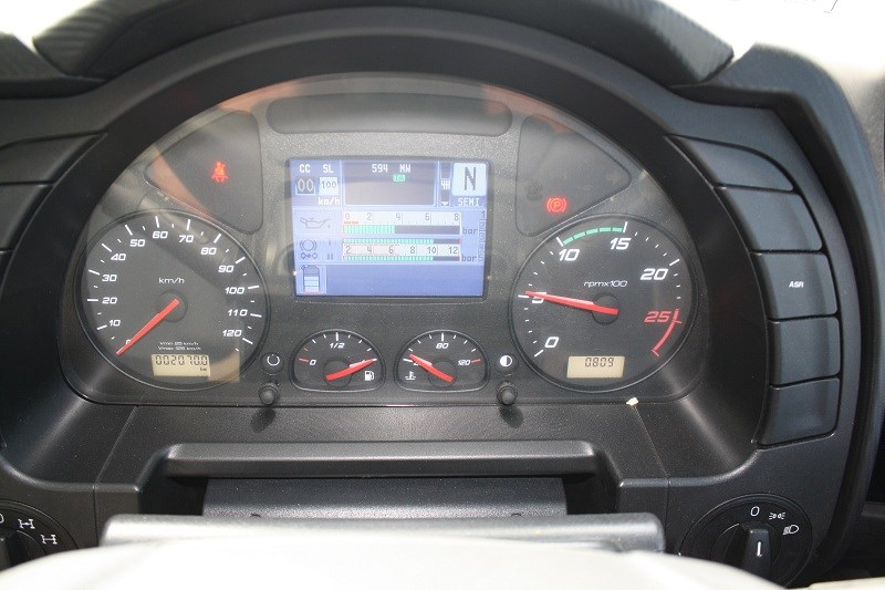 IVECO Powerstar 6400 grain tipper instrument panel