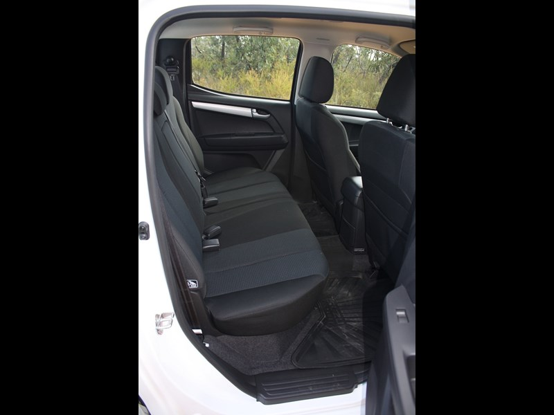 Isuzu D MAX ute rear seats
