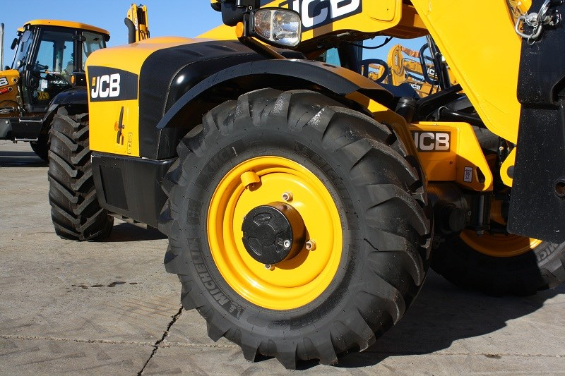 JCB 527 58 telehandler four wheel steer
