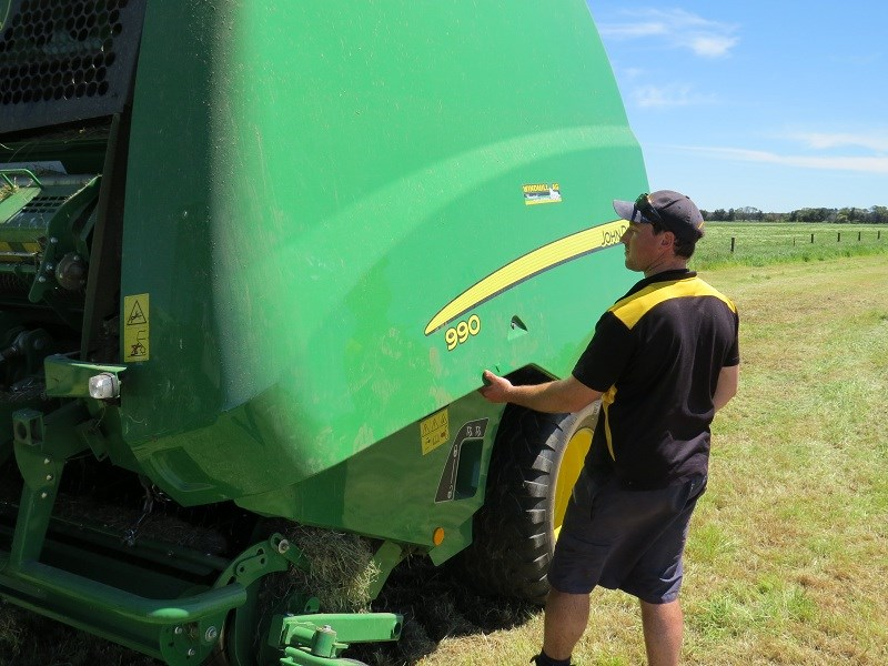JD 990 variable chamber round baler latch servicing