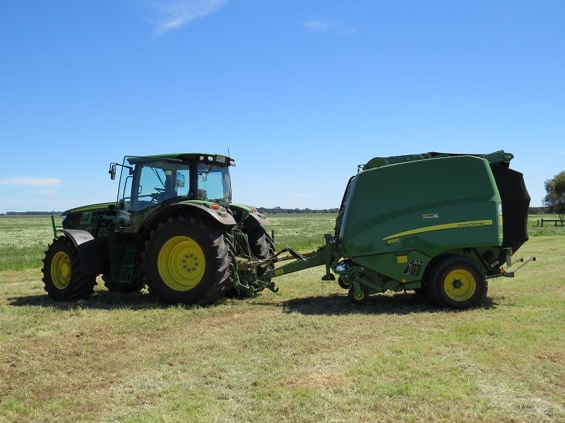 JD 990 variable chamber round baler with tractor