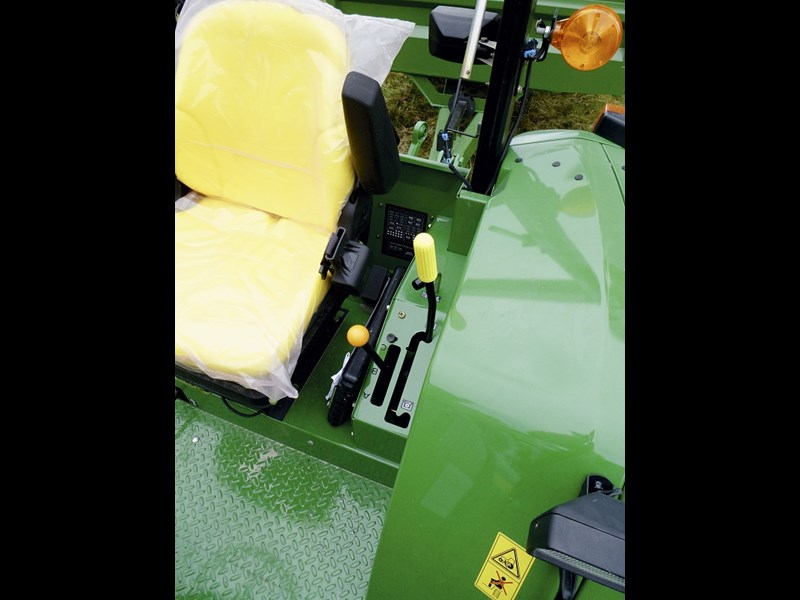 John Deere 6100D gear and controls