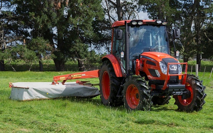 Kioti PX1002 Cabin tractor with mower