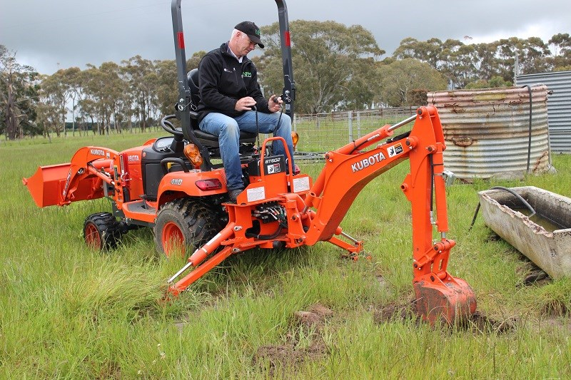 Kubota Sub Compact Tractors : Kubota bx d sub compact tractor review