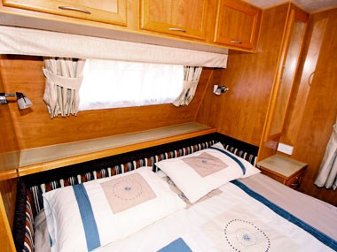 Retreat Caravans Hayman bed and outside window