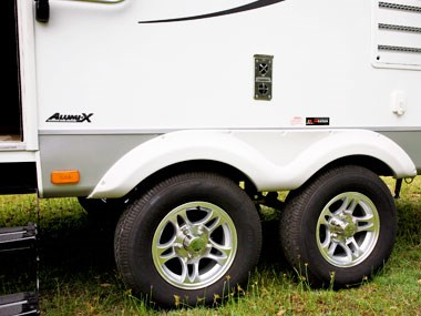 the wheels on the CruiserRV Fun Finder X caravan