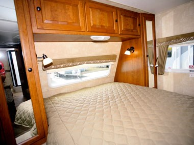 CruiserRV Fun Finder X caravan bed