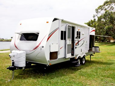 exterior view uncoupled on CruiserRV Fun Finder X caravan