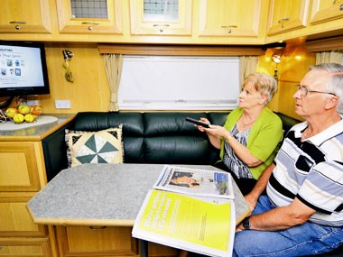everner e900 series custom caravan dinette and wraparound seating