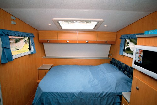 A'van Jenna HT 624 caravan bed and storage