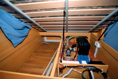 a'van jenna ht 624 caravan storage under bed