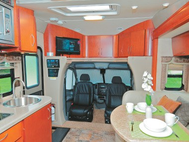 Presidential RV Navigator 24SAU massive inside space