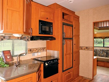 Spectrum RV ElkRidge 35 DSRL fith wheeler interior
