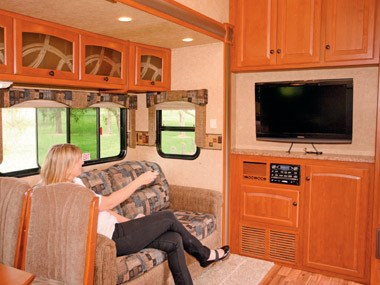 Spectrum RV ElkRidge 35 DSRL caravan spacious lounge