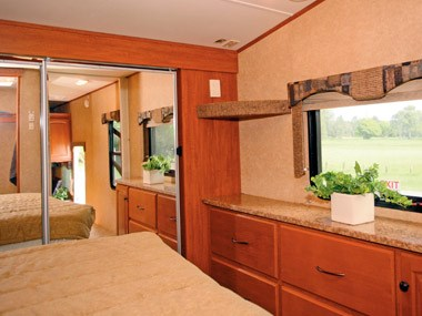 Spectrum RV ElkRidge 35 DSRL fith wheeler caravan view to the outside from bed