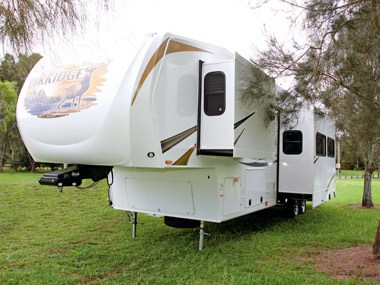 Spectrum RV ElkRidge 35 DSRL fith wheeler caravan