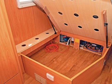 A'van Aspire 499 caravan interior storage