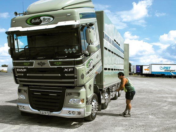 daf xf 105 truck engine access