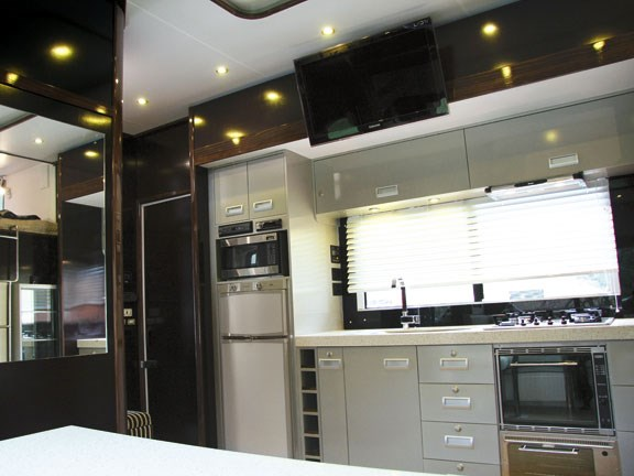 kitchen in Scania G 380 LB horse truck