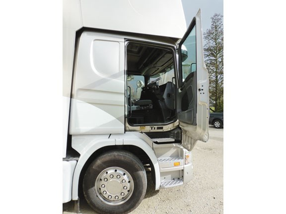 Scania G 380 LB horse truck side door