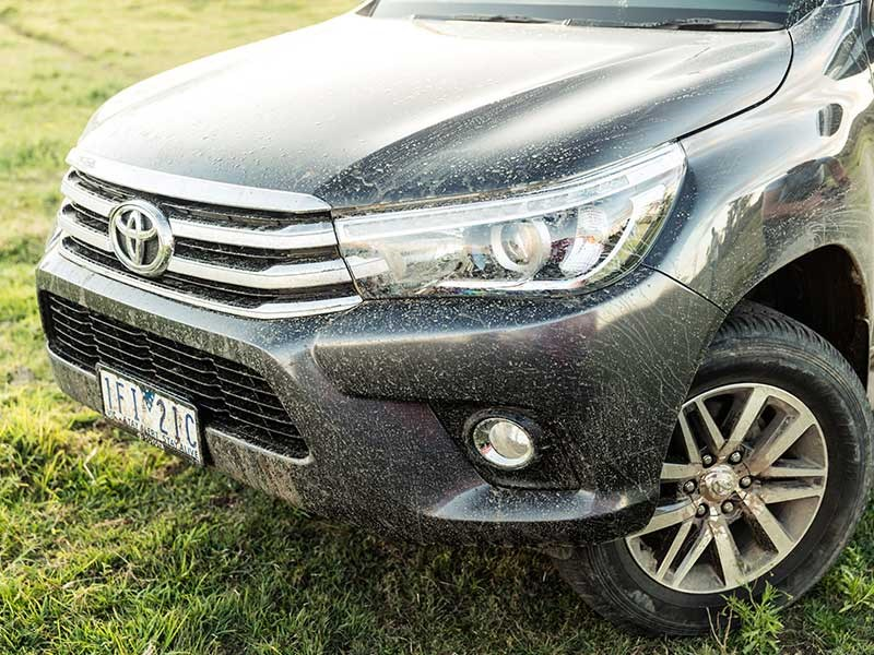 Head to head Holden Colorado Z71 vs Toyota Hilux SR5 Review Matt Wood ATN10